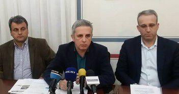 Ο Μ. Μάκαρης με τους δημοτικούς συμβούλους Σταθη Σταματόπουλο (δεξιά) και Δημ. Φαββατά (αριστερά)