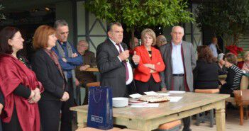 Ο Δήμαρχος Μεσσήνης Γ. Τσώνης, με τον Πρόεδρο και άλλα μέλη του Δ.Σ. του Συλλόγου