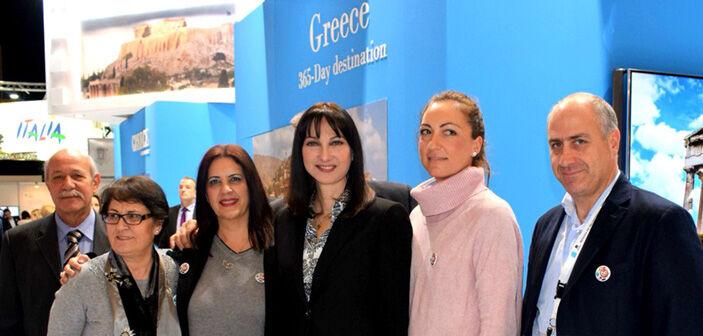 Η υπουργός Τουρισμού Ελ. Κουντουρά, με την Αντιπεριφερειάρχη Ντ. Νικολάκου και τον εκπρόσωπο του Επιμελητηρίου Β. Τριγκιλίδα