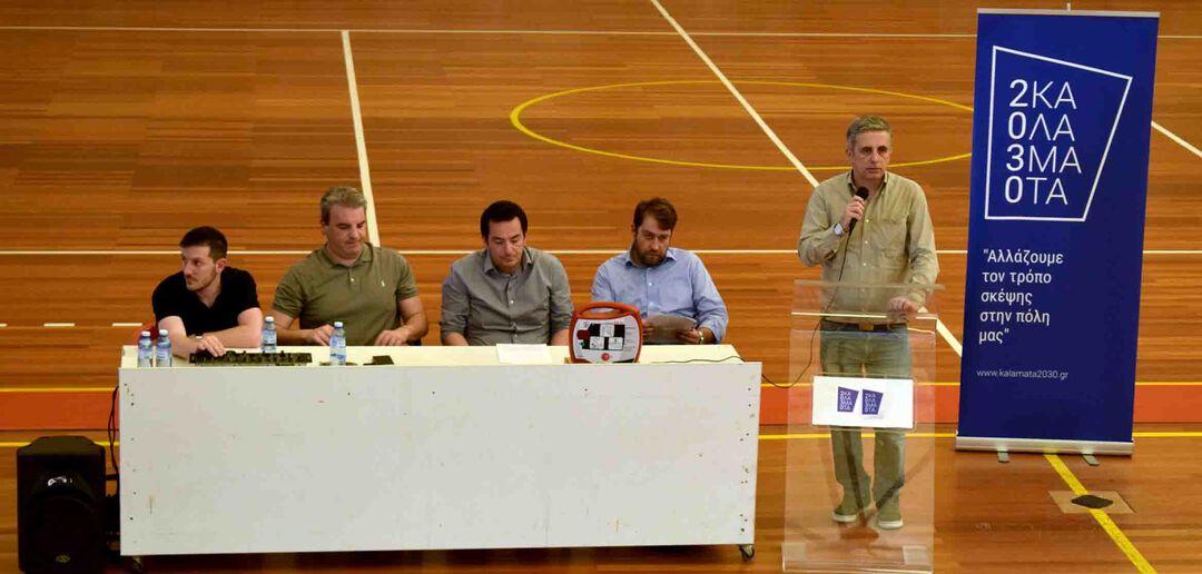 Βασίλης Πουλόπουλος,  Γιώργος Μακρής, Νικόλαος Γιουρτούμας, Αθανάσιος Μακαρούνης (στο πάνελ) και ο επικεφαλής της μείζονος μειοψηφίας του Δήμου Καλαμάτας, Μανώλης Μάκαρης (στο Βήμα)