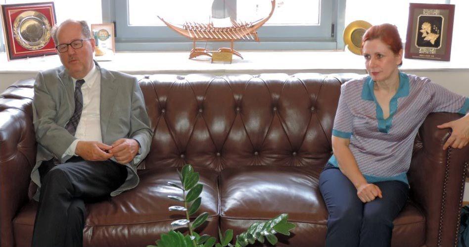 Ο Δήμαρχος Καλαμάτας Π. Νίκας και η Ειδική Γραμματέας Κοινωνικής Ένταξης των Ρομά Αικατερίνη Γιάντσιου