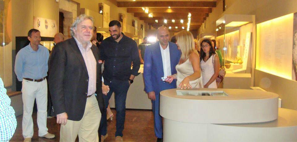 Περιήγηση του αν. υπουργού Εξωτερικών, Γ. Κατρούγκαλου, του υφυπουργού Πολιτισμού Πολιτισμού, Κ. Στρατή και των άλλων προσκεκλημένων στο νέο Αρχαιολογικό Μουσείο της Πύλου