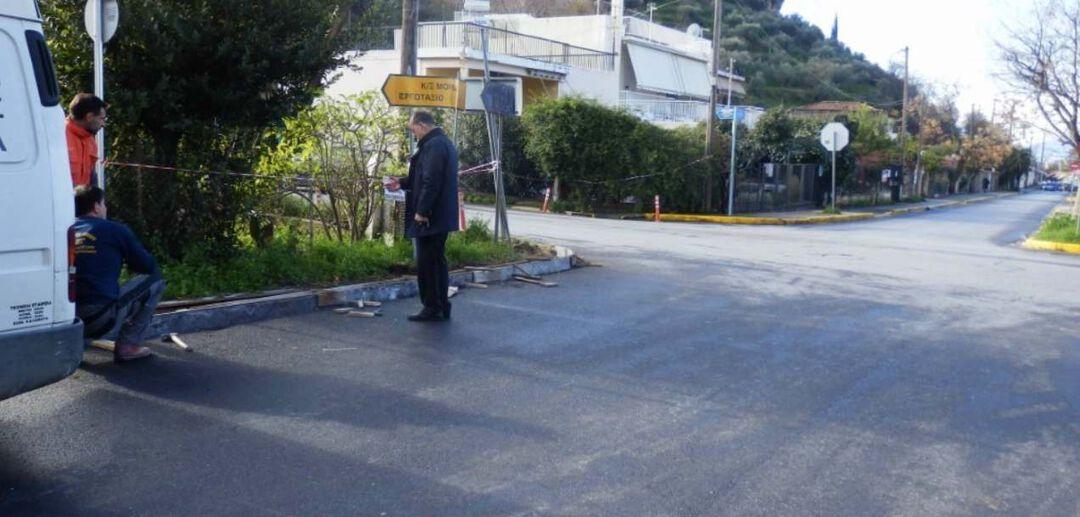 Στην αρχή της προέκτασης της οδού Σπάρτης, διαμορφώνεται πεζοδρόμιο, όπου θα τοποθετηθεί πλάκα με το όνομα της οδού: «Χρήστου Μαλαπάνη, Δημάρχου»